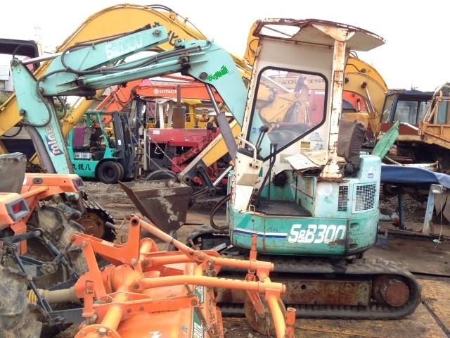 Máy xúc đào mini 3 tấn Hanix (Nissan) 130 triệu