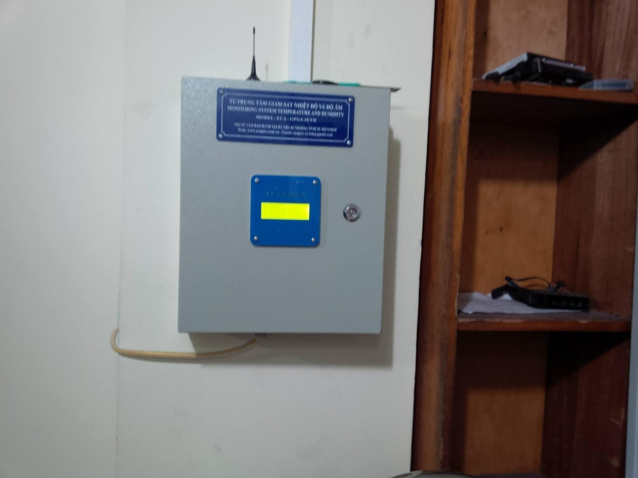 Thiết bị giám sát cảnh báo nhiệt độ SMS
