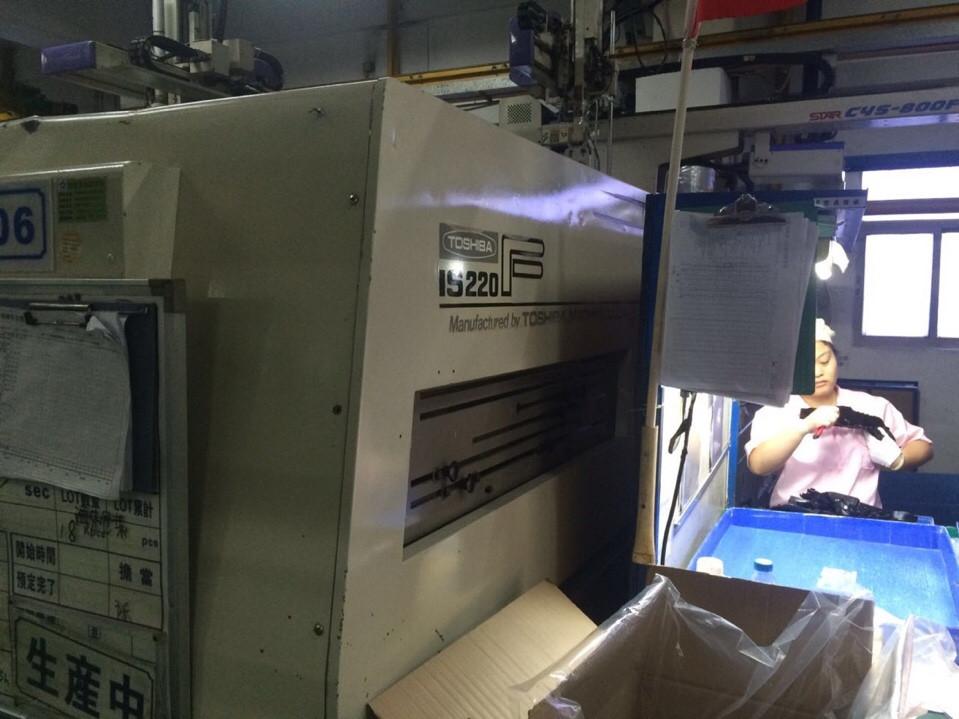 máy ép nhựa toshiba 220 tấn