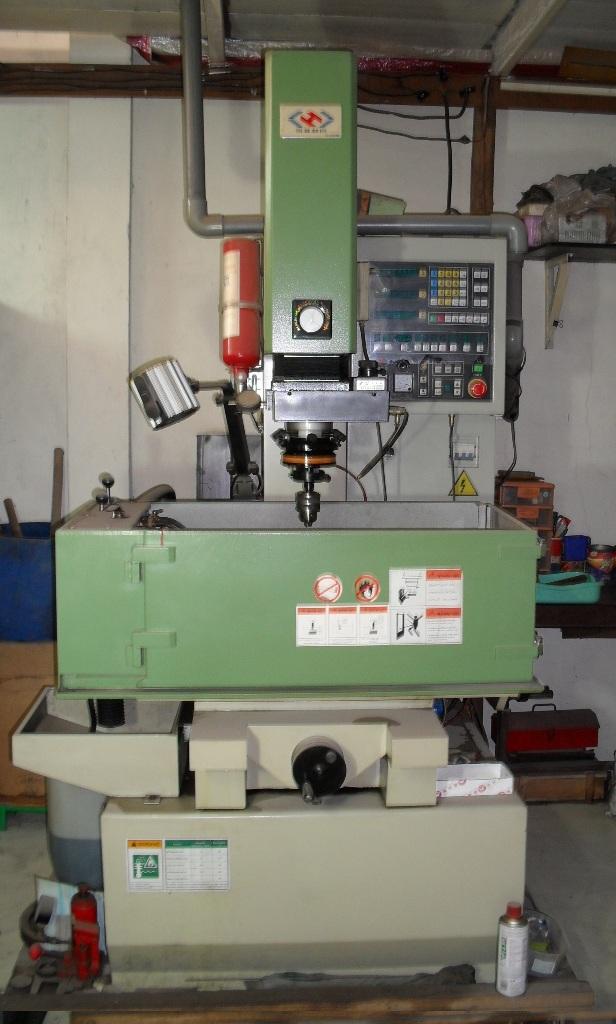Máy CNC (Máy tia lửa điện)