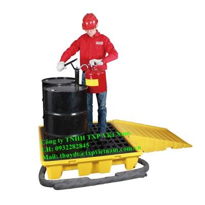 Pallet chống tràn dầu, hóa chất kết hợp với thùng phi Sysbel