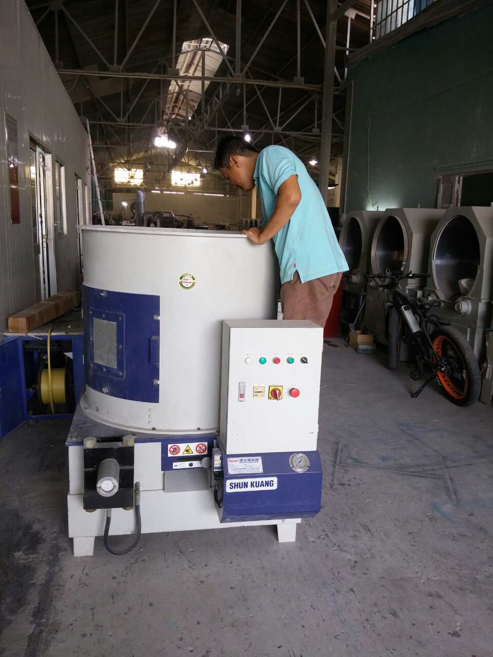 Máy sản xuất củi mùn cưa