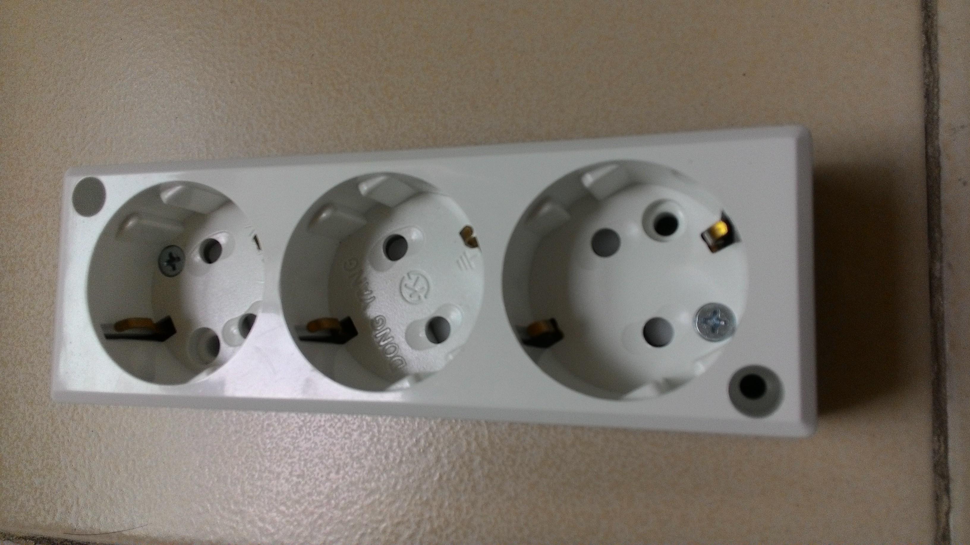 Ổ cắm điện 3 lỗ đế nổi hàn quốc