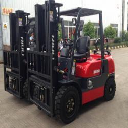 Xe nâng dầu Niuli có tải trọng 3 tấn
